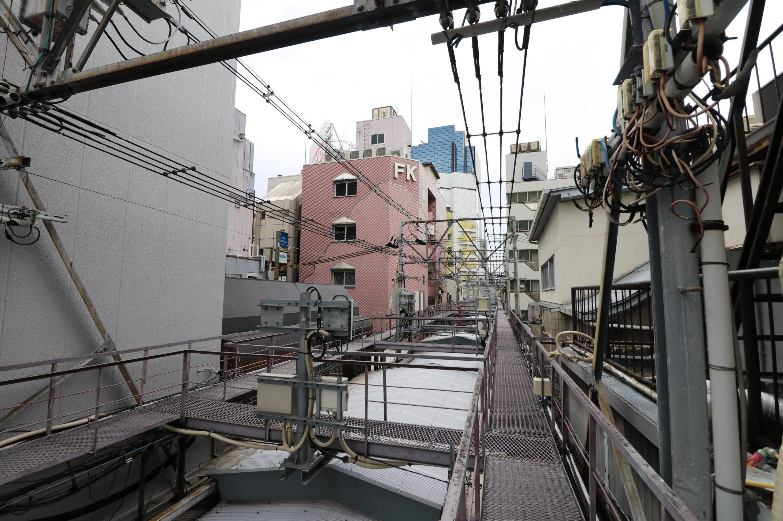阪急東中通コスプレ空中商店街